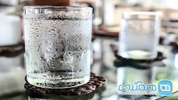 خطرهای خوردنِ آب یخ؛ از تجمع چربی در کبد تا تشدید حملات میگرنی