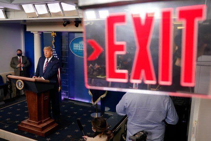 سخنگوی بایدن: ترامپ را از کاخ سفید بیرون می کنیم